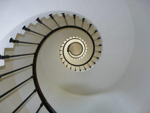 Avantages et inconvénients d'un escalier colimaçon en béton