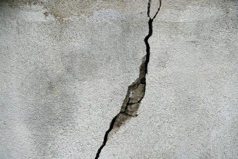 Comment rénover un mur extérieur abîmé